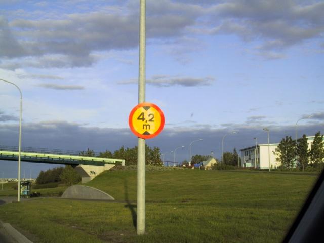 42 desimeter height limit on Miklabraut in Reykjavík.